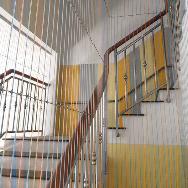 Lưới an toàn cầu thang cho nhà Phố